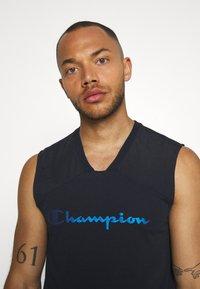 Champion - GET ON TRACK SLEVELESS TEE - T-shirt de sport - dark blue - 3