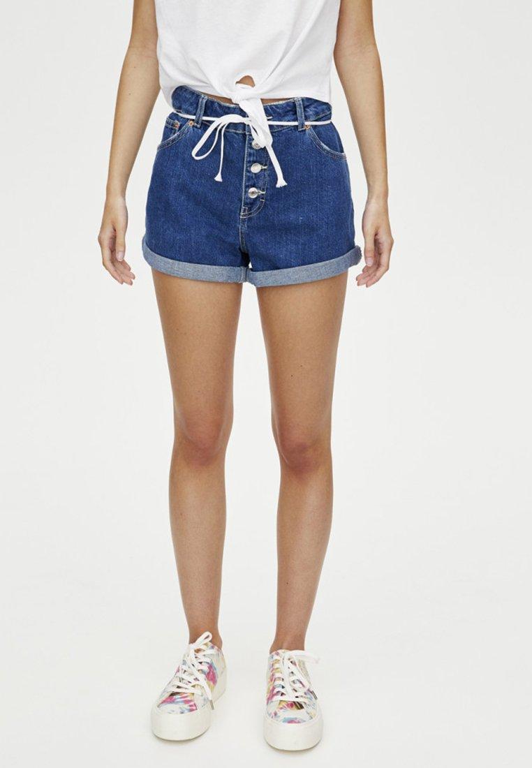 PULL&BEAR - MIT KNÖPFEN VORNE - Denim shorts - dark blue