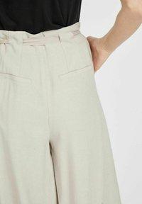Vila - MIT WEITEM BEIN - Trousers - dove - 4