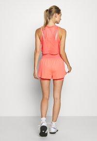 Nike Performance - DRY SHORT - Pantalón corto de deporte - sunblush/white - 2