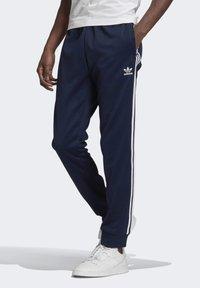 adidas Originals - ADICOLOR CLASSICS PRIMEBLUE SST TRACKSUIT BOTTOM - Tracksuit bottoms - blue - 0