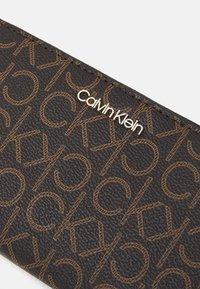 Calvin Klein - WALLET - Portemonnee - brown - 4