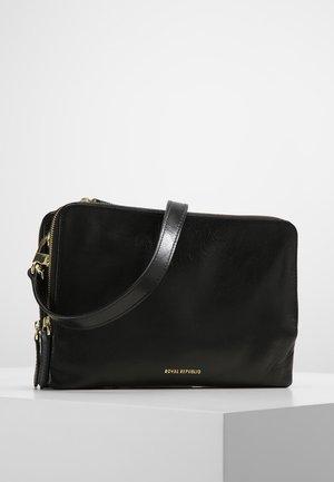 CATAMARAN  - Across body bag - black