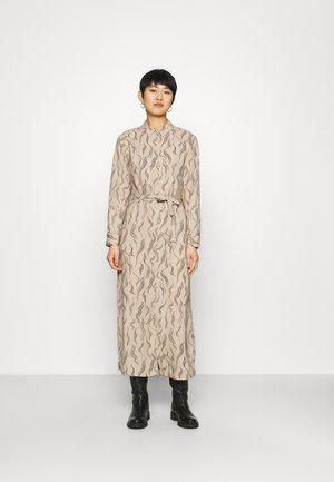 CHANIWA DRESS - Košilové šaty - beige garden