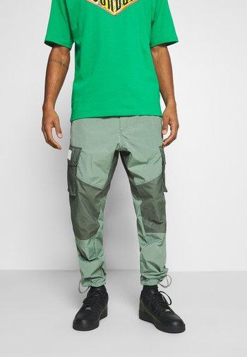 PANT - Pantaloni - spiral sage/white