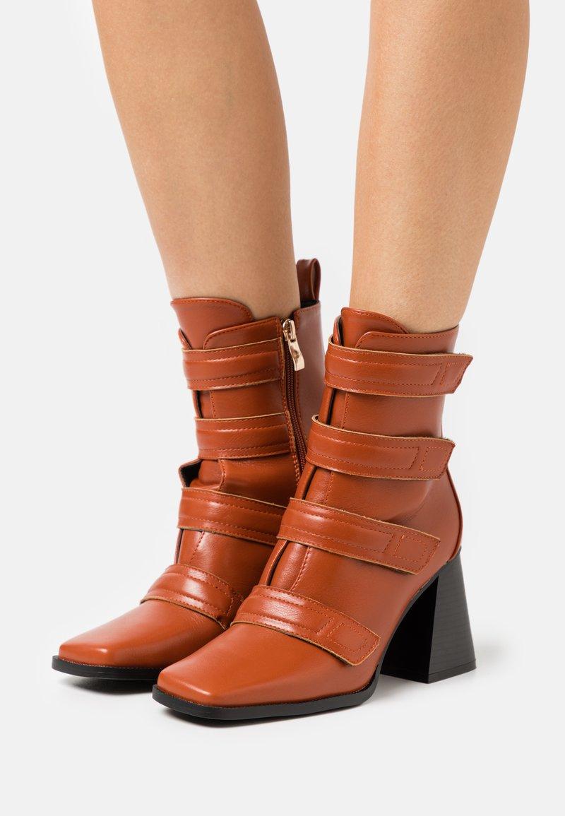 RAID - AILEEN - Kotníková obuv na vysokém podpatku - cognac