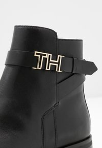 Tommy Hilfiger - HARDWARE FLAT BOOTIE - Classic ankle boots - black - 2