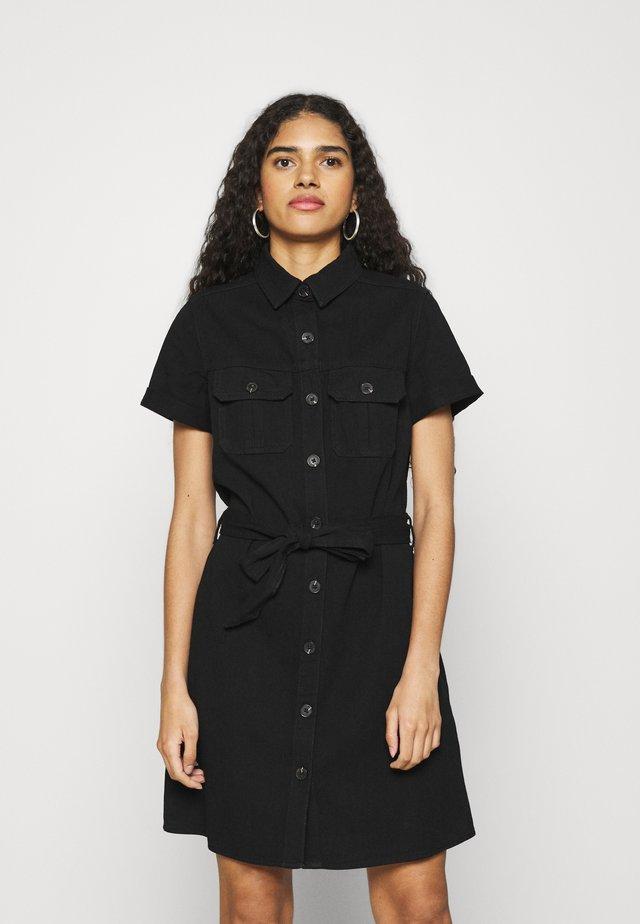 SHORT SLEEVE SEAMED SHIRT DRESS - Denimové šaty - black