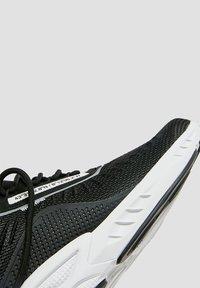 PULL&BEAR - MIT SLOGAN - Trainers - black - 5