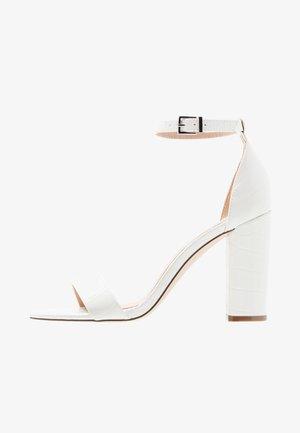 TAYVIA  - Sandaler med høye hæler - white