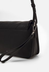 PARFOIS - ENVELOPE BAG - Across body bag - black - 2