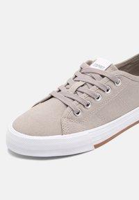 Esprit - SIMONA - Sneakers laag - light grey - 7
