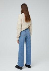PULL&BEAR - MIT HOHEM BUND - Flared jeans - blue-grey - 2