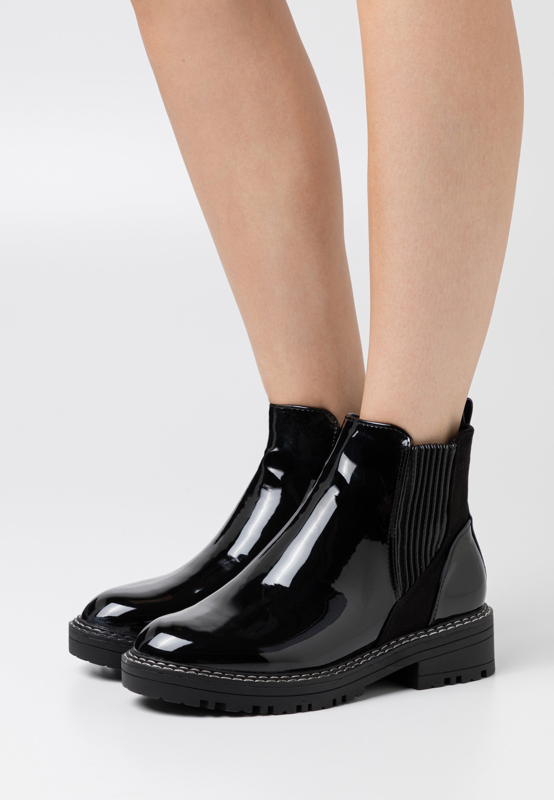 WIDE FIT QUEENIE CHUNKY CHELSEA BOOT Stövletter black