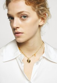 Hermina Athens - HERMIS SMALL CHOKER - Necklace - gold-coloured - 1