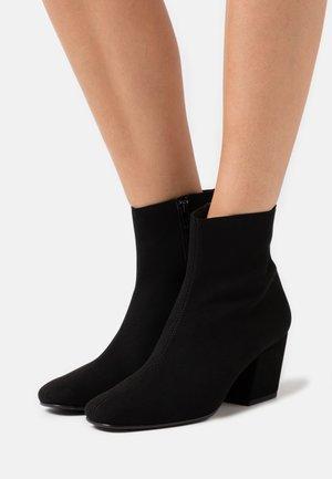 JEANNE VEGAN - Korte laarzen - black