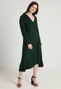 Zalando Essentials Curvy - Długa sukienka - dark green - 0