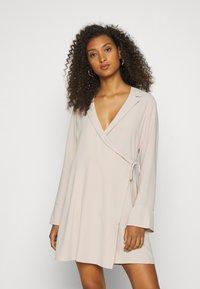Nly by Nelly - SOFT BLAZER DRESS - Day dress - beige - 0