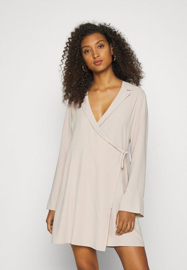 SOFT BLAZER DRESS - Kjole - beige