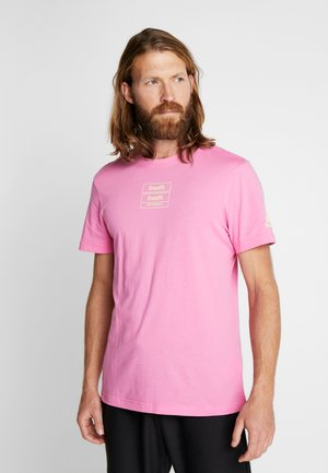 SPORT SHORT SLEEVE GRAPHIC TEE - Print T-shirt - pink