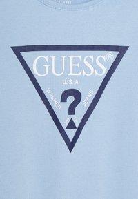 Guess - OVERALL CORE BABY - Dárky pro nejmenší - frosted blue - 5