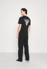 Volcom - SUBSTANCE DENIM - Relaxed fit -farkut - black - 2
