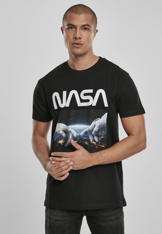 HERREN NASA ASTRONAUT HANDS TEE - Print T-shirt - black