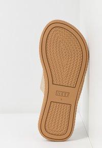 Reef - CUSHION BOUNCE SOL  - Sandály s odděleným palcem - champagne - 5