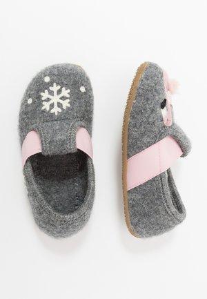 T-MODELL WINTERFLAMINGO UND SCHNEESTERN - Domácí obuv - grau