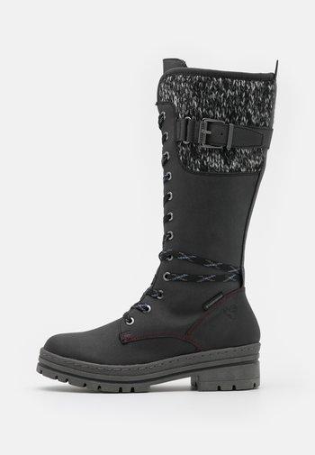 Šněrovací vysoké boty
