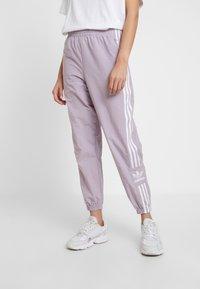 adidas Originals - LOCK UP ADICOLOR NYLON TRACK PANTS - Teplákové kalhoty - purple - 0