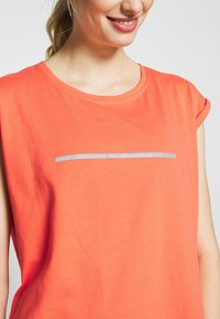 Even&Odd active - Print T-shirt - coral - 4