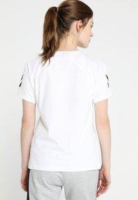 Hummel - GO WOMAN - T-shirts med print - white - 2