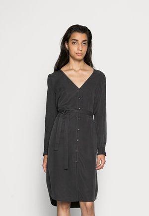 PECK V-NECK DRESS - Košilové šaty - iron grey
