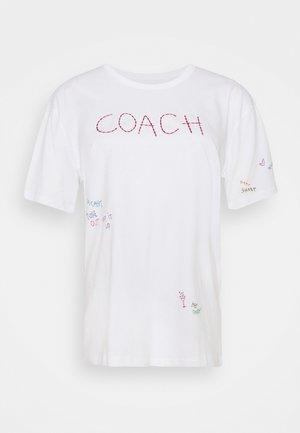 HAND DRAWN COACH TEE - Print T-shirt - optic white