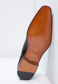 Magnanni - Elegantní šněrovací boty - black - 4