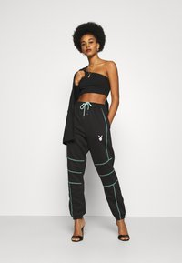 Missguided - PLAYBOY CONTRAST STITCH - Pantalones deportivos - black - 1
