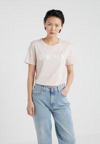 DKNY - FOUNDATION LOGO TEE - Print T-shirt - blush/white - 0