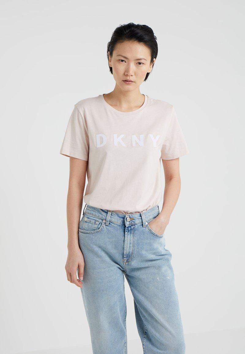 DKNY - CREW NECK LOGO TEE - Print T-shirt - blush/white