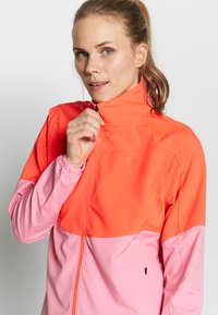 Under Armour - UA WINDSTRIKE FULL ZIP - Regnjakke / vandafvisende jakker - beta/lipstick - 3