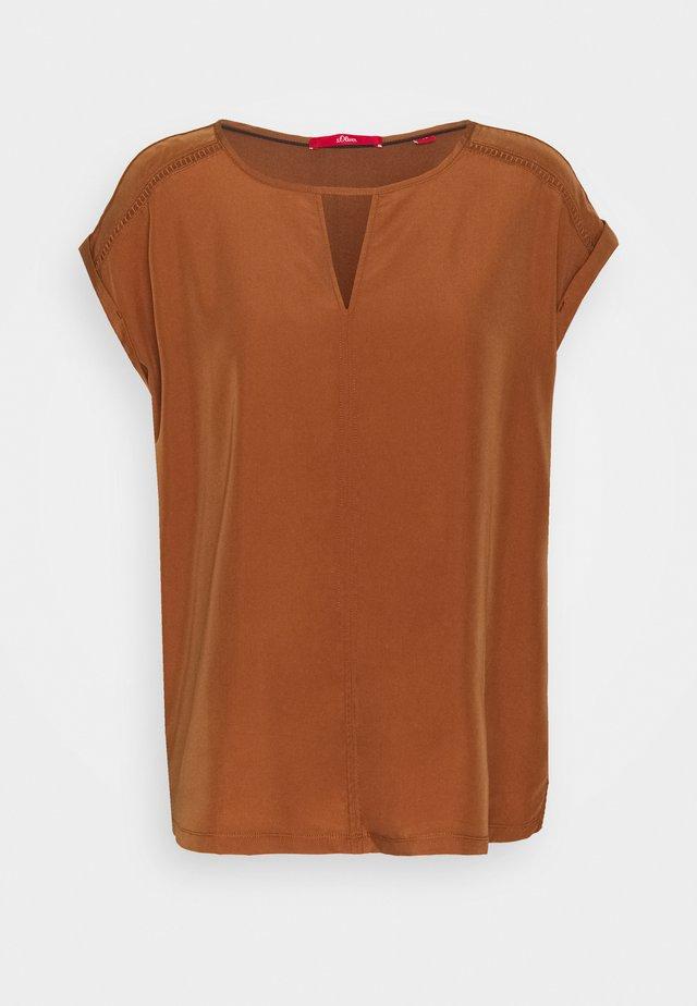 T-shirt med print - brown
