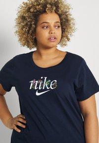 Nike Sportswear - TEE NATURE PLUS - T-shirt print - obsidian - 3