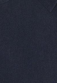 Only & Sons - ONSTROY LIFE CHAMBRAY STRETCH  - Vapaa-ajan kauluspaita - dark blue denim - 5