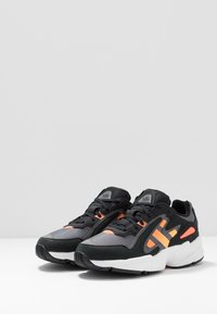 adidas Originals - YUNG-96 CHASM - Sneakers basse - core black/semi coral/solar red - 3