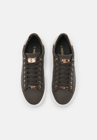 Mexx - CRISTA - Sneakers laag - dark brown - 4