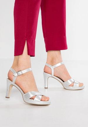 Sandały na obcasie - silver