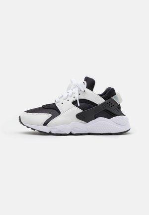 AIR HUARACHE UNISEX - Trainers - black/white