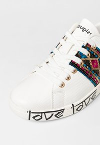 Desigual - SHOES_COSMIC_EXOTIC INDIAN - Trainers - white - 6