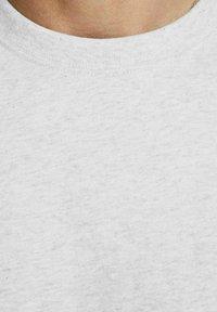 Royal Denim Division by Jack & Jones - JJ-RDD CREW NECK - T-shirt basic - white melange - 4