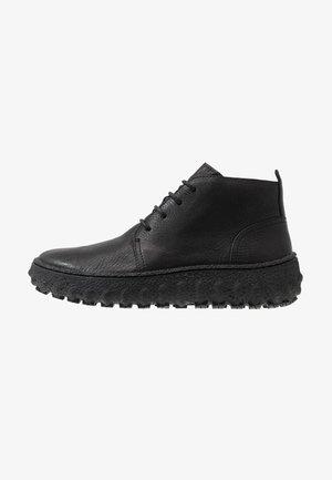 GROUND - Volnočasové šněrovací boty - black
